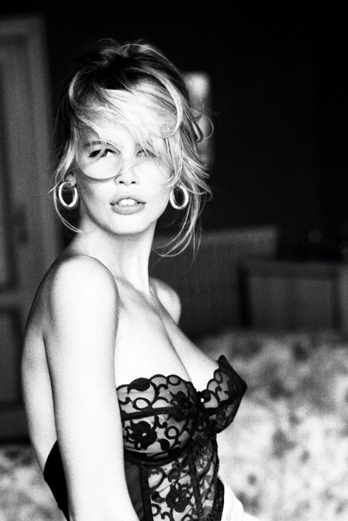 Claudia Schiffer's new ebook curates iconic vogue pictures from the 90s